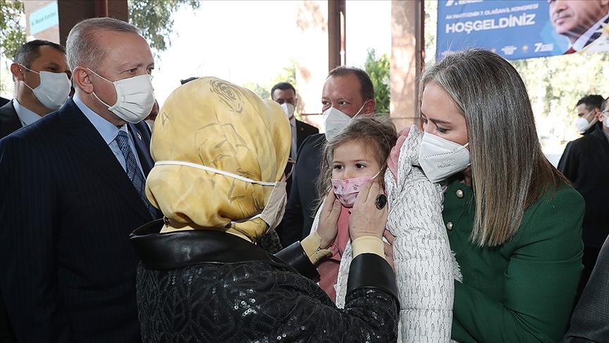 Cumhurbaşkanı Erdoğan ile eşi Emine Erdoğan İzmir'de Ayda bebeğin yakınlarıyla görüştü