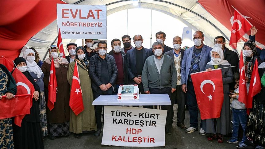 Diyarbakır anneleri Cumhurbaşkanı Erdoğan'ın doğum gününü kutladı