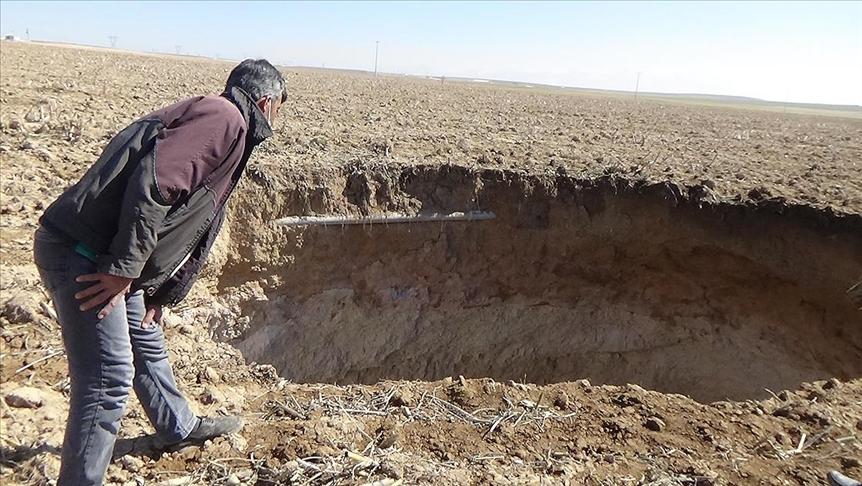Konya'da 10 metre çapında 40 metre derinliğinde obruk oluştu!
