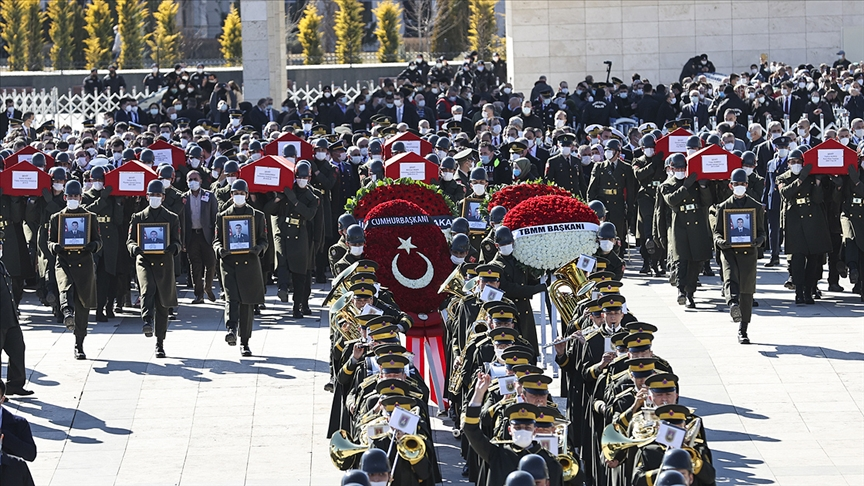 Bitlis'teki helikopter kazasında 11 askerin şehit düşmesi Türkiye'yi yasa boğdu