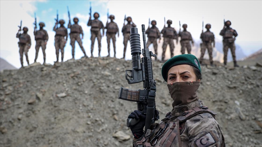 Kadın özel harekatçılar Hakkari'de PKK'nın korkulu rüyası oldu!