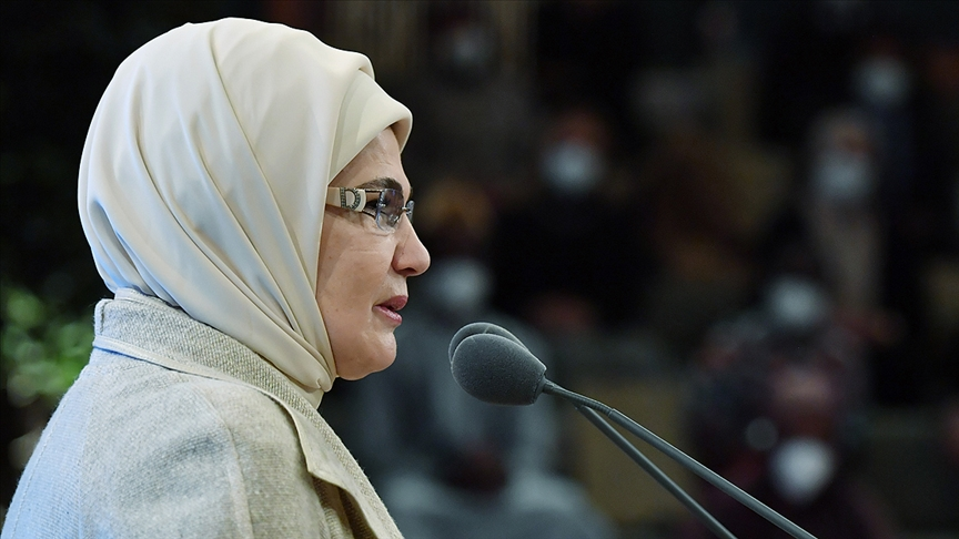 Emine Erdoğan: Kadınlar her incindiğinde insanlık inciniyor!