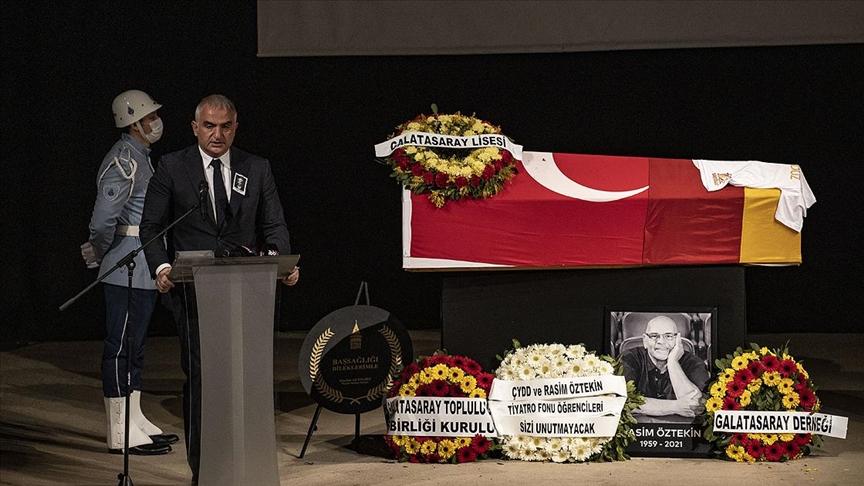 Sanatçı Rasim Öztekin son yolculuğuna gözyaşlarıyla uğurlandı
