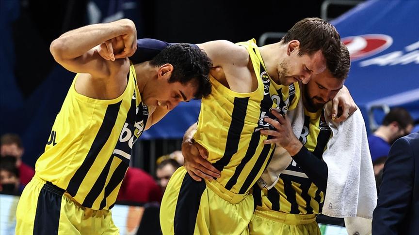 Fenerbahçe'den basketbolcular Vesely ve De Colo'nun sakatlığıyla ilgili açıklama