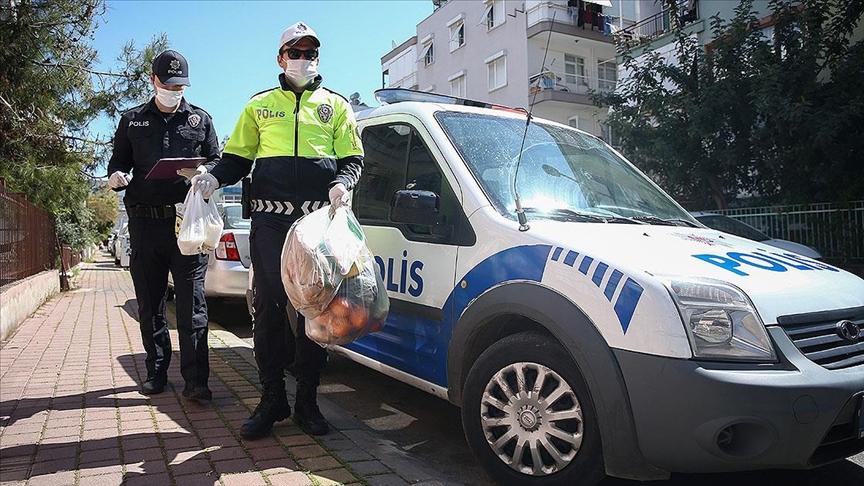 Salgınla mücadelenin gizli kahramanları: Polisler