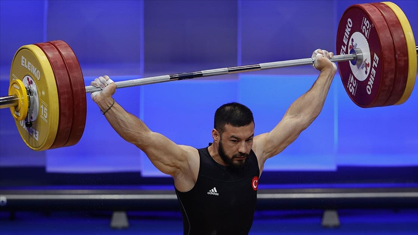 Milli sporcu Daniyar İsmayilov koparmada Avrupa rekoru kırdı