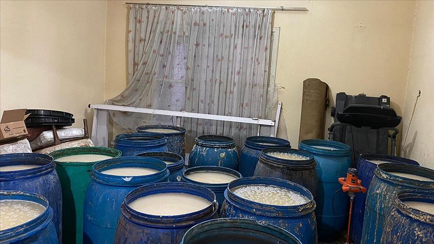Adana'da 8 bin 200 litre ve 135 şişe sahte içki ele geçirildi!