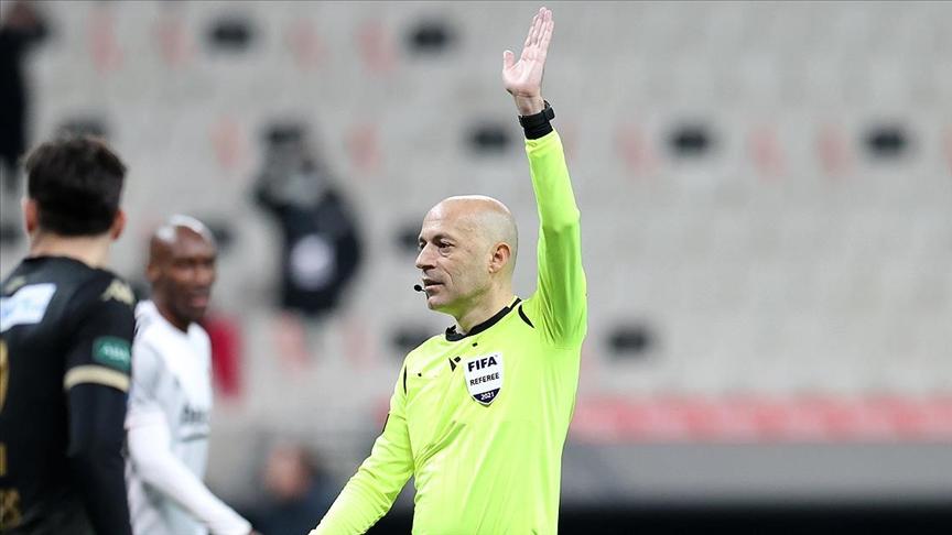 Cüneyt Çakır UEFA Avrupa Ligi'nde Slavia Prag-Arsenal maçını yönetecek!