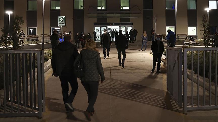 Ankara Şehir Hastanesi'nde Kovid-19 aşılaması iftardan sonra da devam ediyor