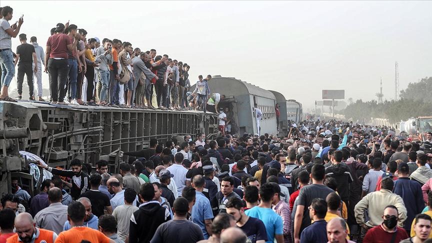 Mısır'da Tren Kazası: 11 kişi öldü, 98 kişi yaralandı