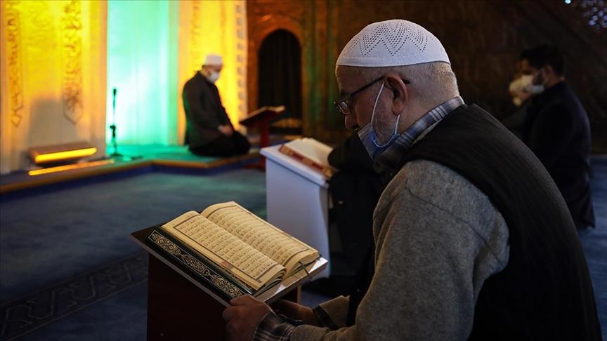 Camiler ramazanda yeniden mukabele halkalarıyla buluştu