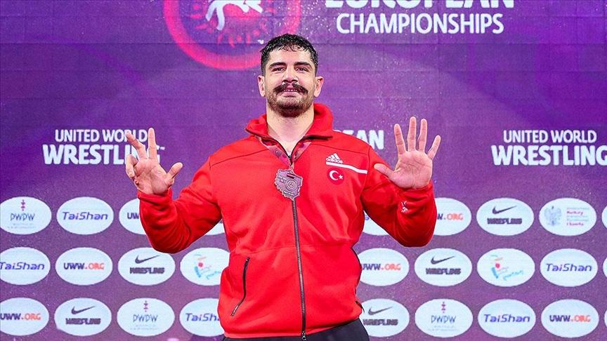 Milli güreşçi Taha Akgül 8. kez Avrupa şampiyonu oldu!