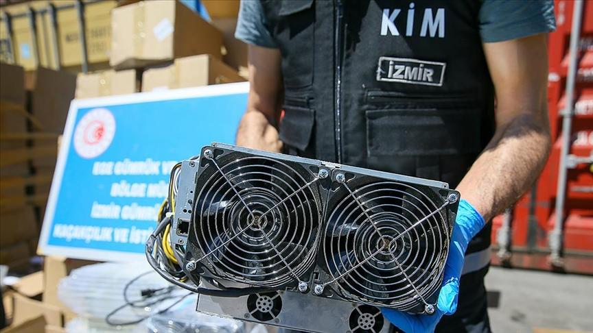 Kaçak yollarla ülkeye sokulan 501 kripto para üretim makinesi ele geçirildi