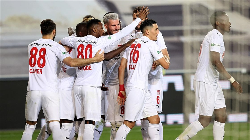 Sivasspor deplasman karnesiyle göz doldurdu