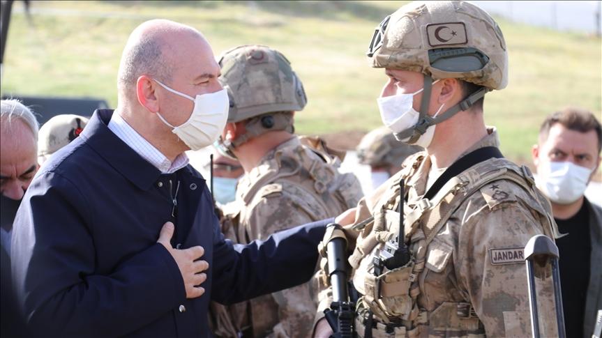 İçişleri Bakanı Soylu, Gabar Dağı'ndaki Akrep Üs Bölgesi'nde askerlerle bayramlaştı