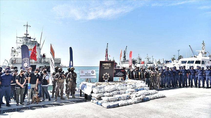 Suriye açıklarındaki uluslararası sularda gerçekleştirilen 'Onur Operasyonu'nda 1,5 ton esrar yakalandı
