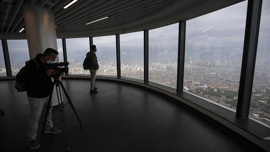 İstanbul'un en yüksek yapısı olan Çamlıca Kulesi'nin ilk ziyaretçileri gazeteciler oldu