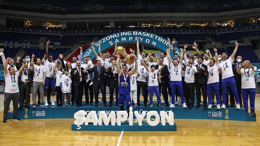 Anadolu Efes, 2020-2021 sezonunun şampiyonu oldu!