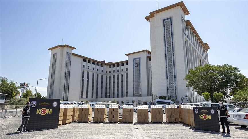 Ankara'daki sahte içki operasyonunda 12 bin litre etil alkol ele geçirildi!