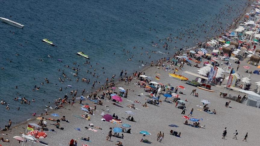 'Turizmin Başkenti' Antalya'da bayram tatili yoğunluğu yaşanıyor