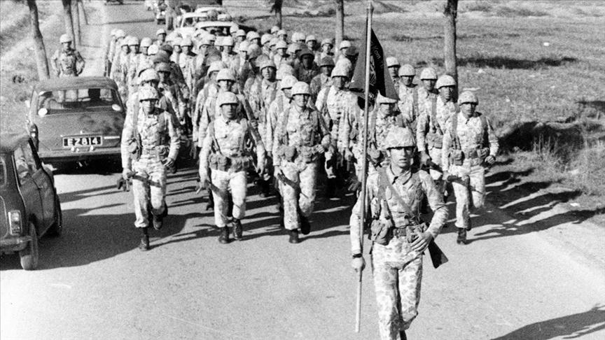Milli Savunma Bakanlığı Kıbrıs Barış Harekatı'nın tarihi fotoğraflarını paylaştı