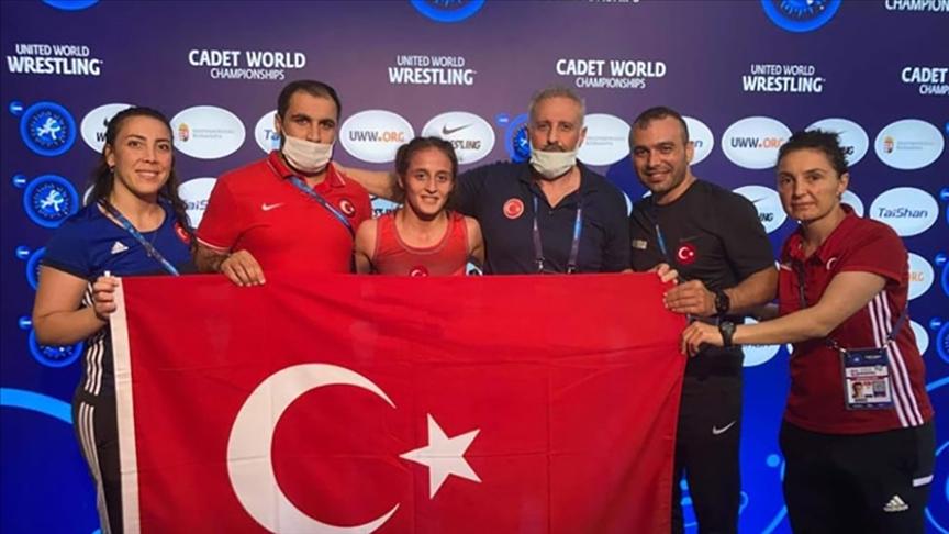 Dünya şampiyonu milli güreşçi Selvi İlyasoğlu tarihe geçti!