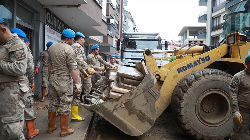 Arhavi'de hasar tespit ve temizlik çalışmaları devam ediyor