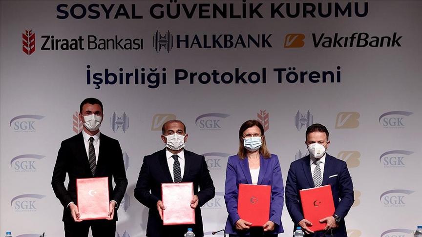 SGK ile 3 banka arasında, emekli olabilecek sigortalılara yönelik 'kredi iş birliği protokolü' imzalandı