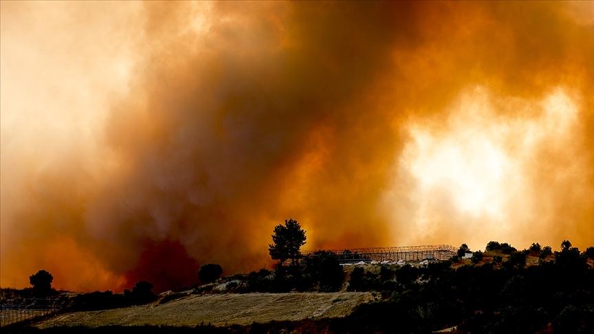 Mersin Aydıncık'ta 2 gün önce çıkan yangına müdahale ediliyor
