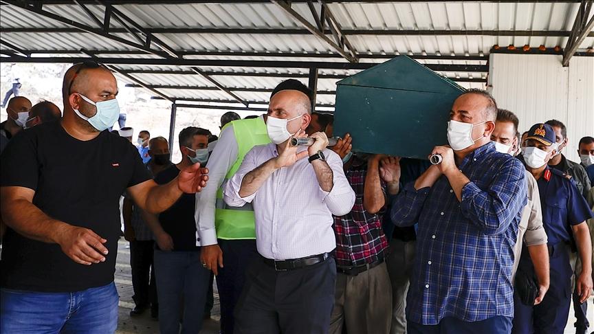Manavgat'taki orman yangınında hayatını kaybeden çiftin cenazeleri toprağa verildi