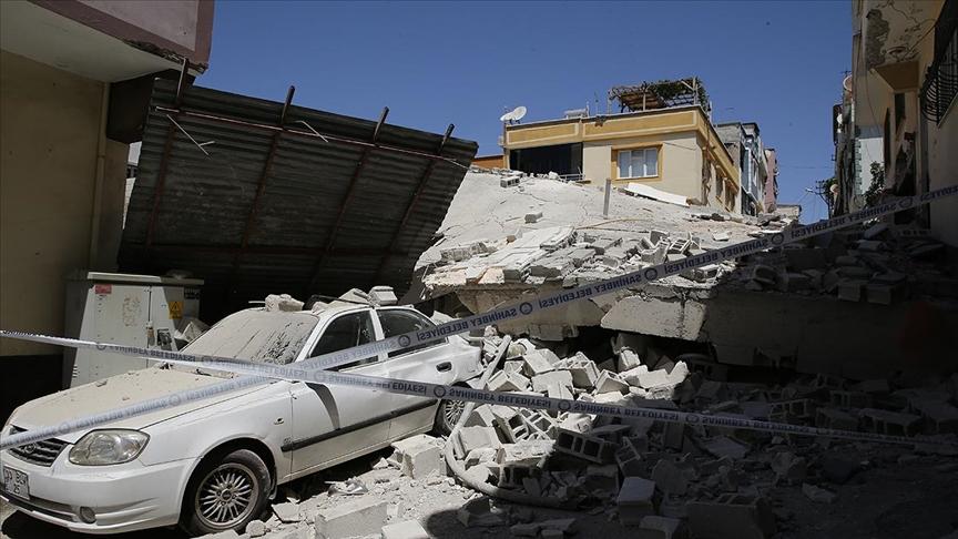 Gaziantep'te 5 katlı boş bina çöktü!