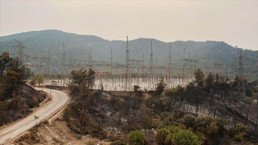 Bakan Dönmez: Şu anda Kemerköy Termik Santralini tehdit eden bir yangın söz konusu değil