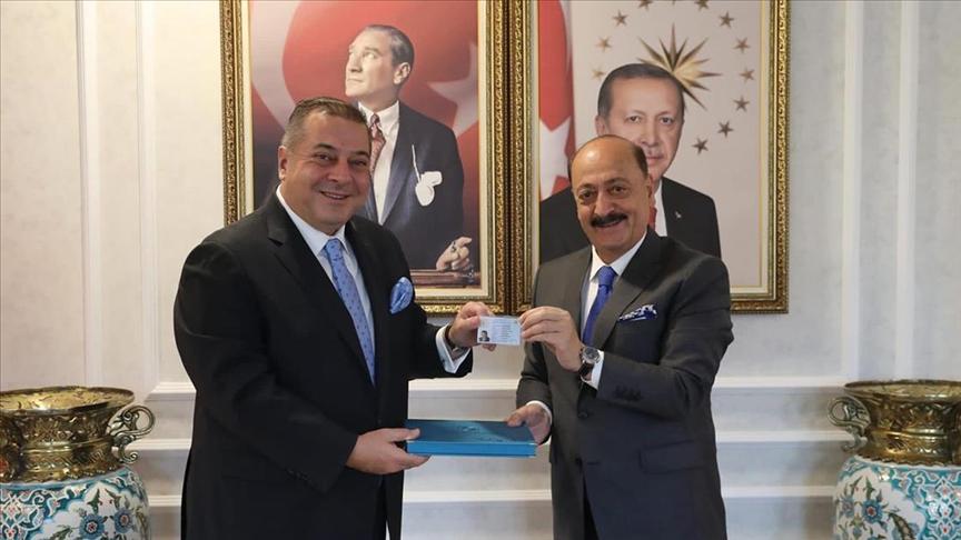Türkiye'de yabancı girişimciye 'Turkuaz Kart' uygulaması başladı