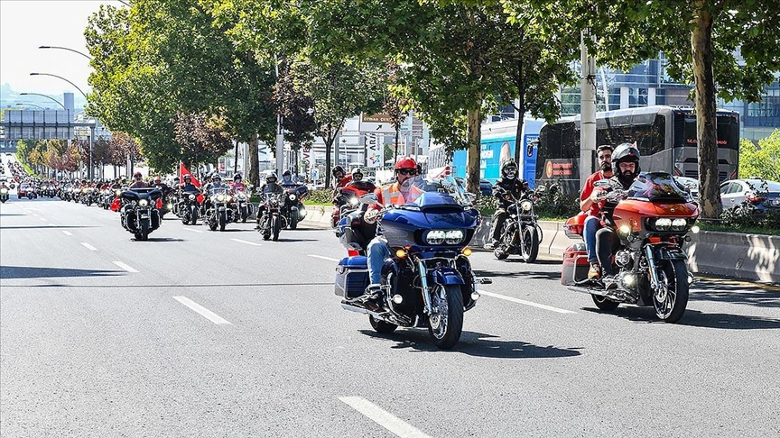 Ankara'da 400 motosiklet tutkunu gaziler için turladı