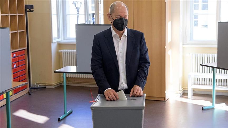 Almanya'daki genel seçimlerden Sosyal Demokrat Parti birinci çıktı!