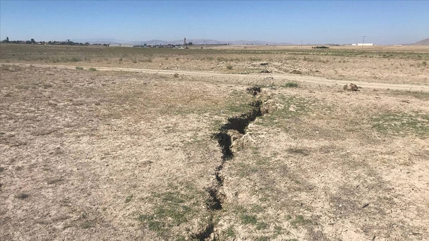 Konya Ovası'ndaki yüzey yarıkları yerleşim yerlerine ulaştı!