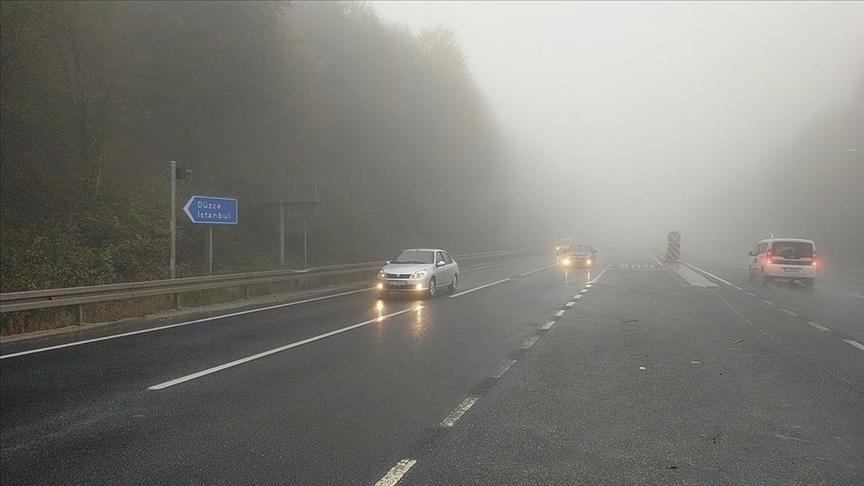 Bolu Dağı'nda sis ve yağmur etkili oluyor..