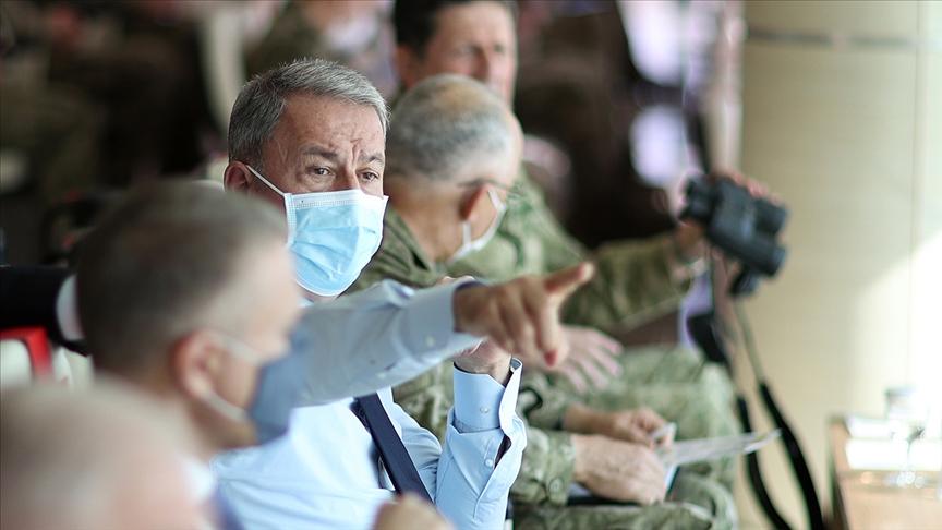 """Milli Savunma Bakanı Akar'dan """"terörist neredeyse hedef orası"""" vurgusu"""