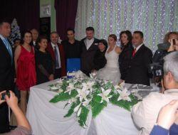 Doğuş, Kozan'da Kız Kardeşini Evlendirdi