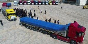 Elazığ'dan Suriye'ye 17 tır un yardımı