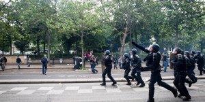 Fransa'da polis 'sarı yelekliler'e müdahale ediyor