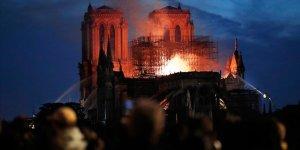Notre Dame Katedrali'ndeki yangın söndürüldü!
