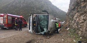 Antalya'da yolcu otobüsü devrildi!