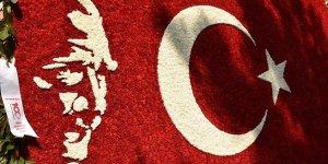 50 bin karanfil ile Türk bayrağı yaptılar!