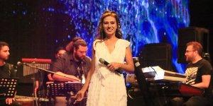 Yıldız Tilbe'den açık hava konseri