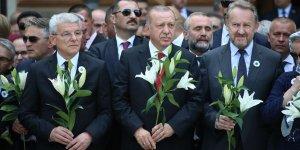 Erdoğan, Srebrenitsa Soykırımı kurbanları anısına düzenlenen geçit törenine katıldı