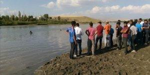 Murat Nehrine giren 3 çocuk boğuldu
