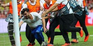 UEFA Süper Kupa maçında sahaya atlayan şahıs adliyeye sevk edildi