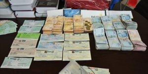 Belediye işçisinin bulduğu çantadan yaklaşık 2 milyon lira çıktı
