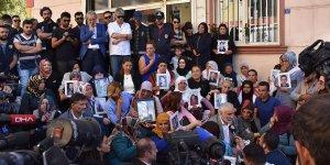 Diyarbakır annelerine 20 şehirden 117 STK destek verdi